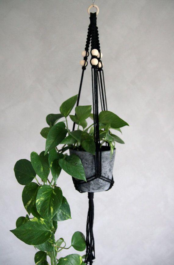 "Macramé Plant Hanger ""Aquila"" - ByHelgaM on Etsy / Macrame / Makrame / Makramé / Macramee / Planthanger / Boho Decor / Bohemian / Scandinavian / Handmade Deco / Plant / Golden Pothos / Cascading / Kalklitir / Winter Primo"