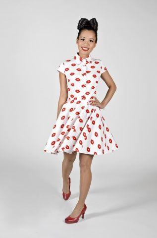 Sukienka w czerwone usta