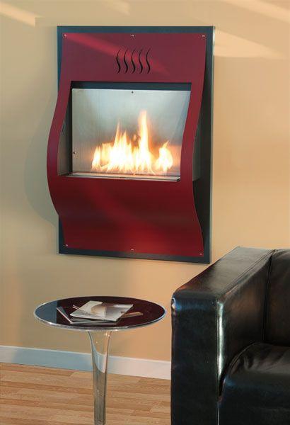 PAPER Biocamino da parete realizzato in metallo ed acciaio inox. Design ispirato ad un foglio di carta. Lo schienale presenta una rientranza per non trasmettere calore alla parete.Colori disponibili nella gamma ALTRO FUOCO.