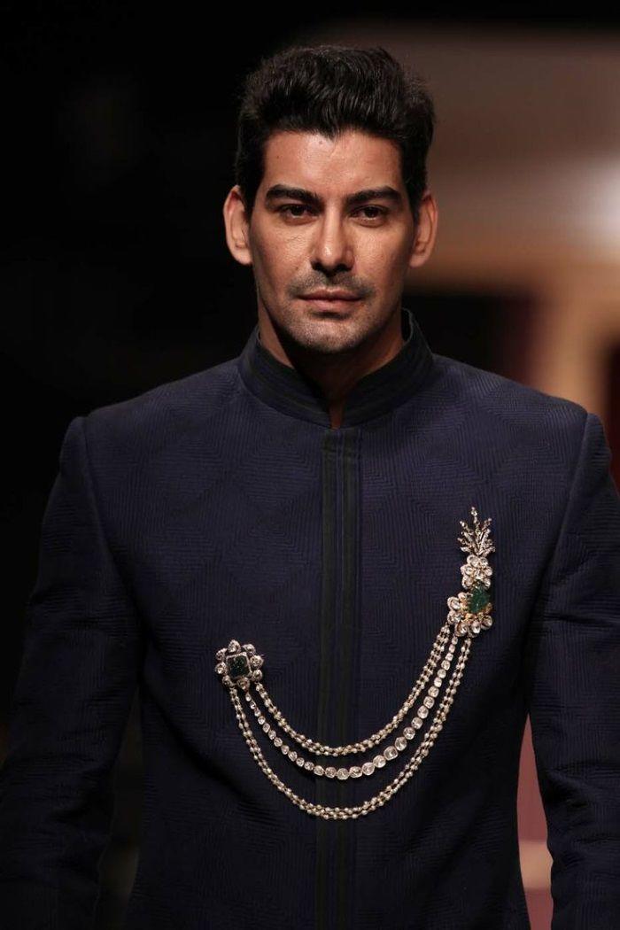 wedding brooch for Indian groom's attire @http://www.shaadiekhas.com/