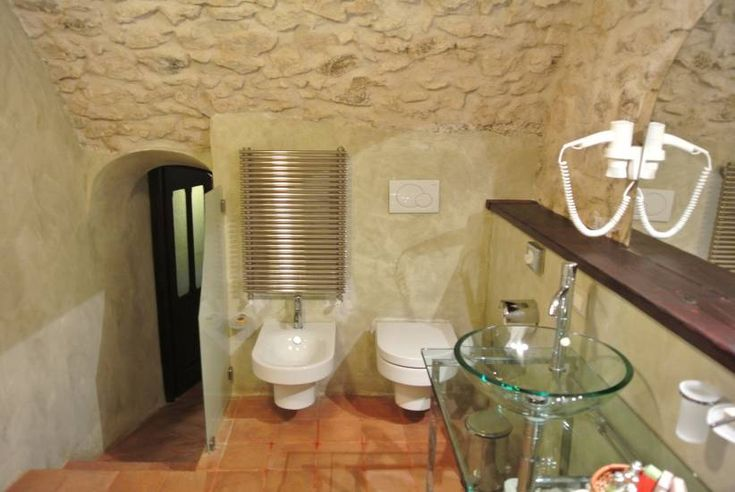 Mobile Bagno in legno rustico contemporaneo albergo Robur Marsorum fabbrica di Bagni oggetti di design su misura a Roma