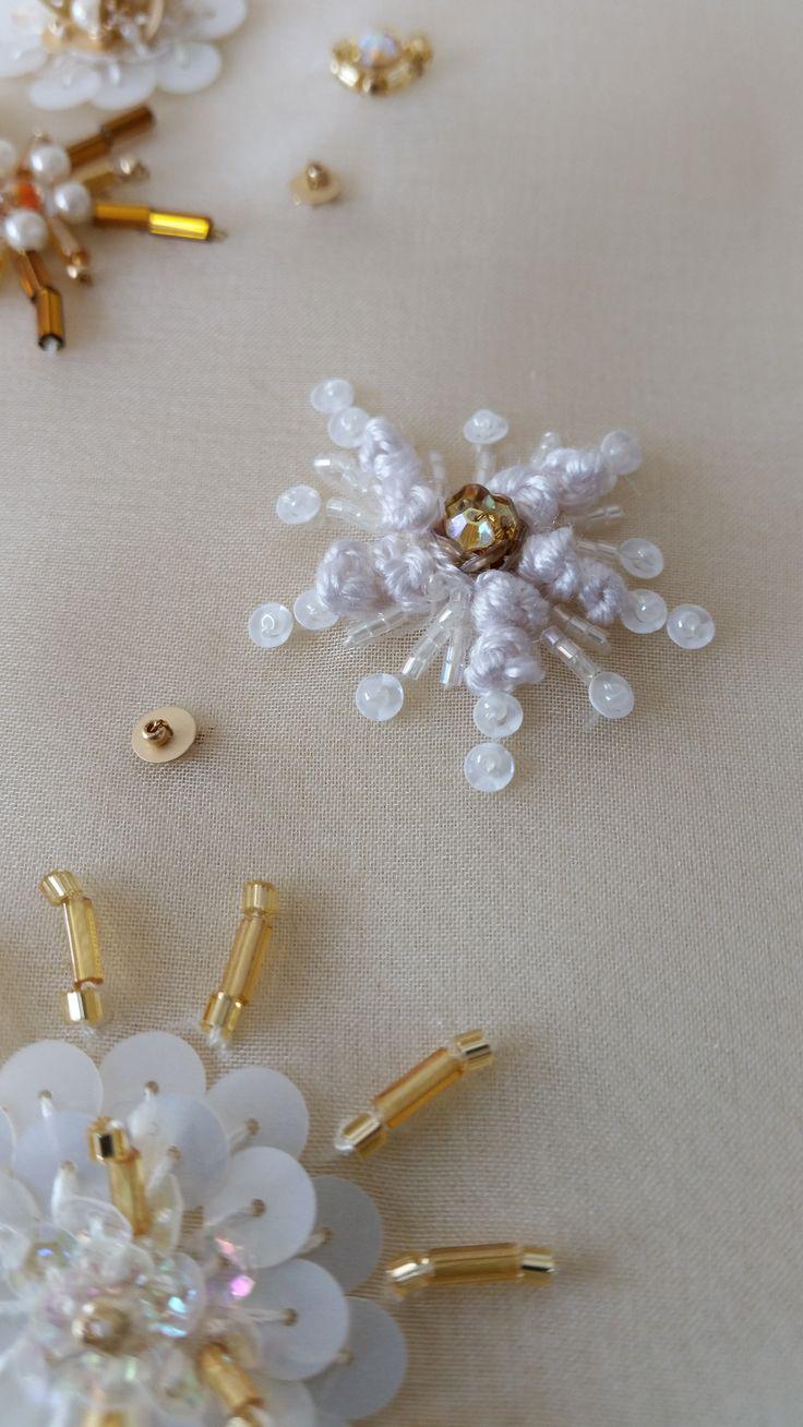 Flowers, embroidered with pearls, sequins, tubes, Marjolein van der Heide http://marjoleinvanderheide-broderiedart.nl/