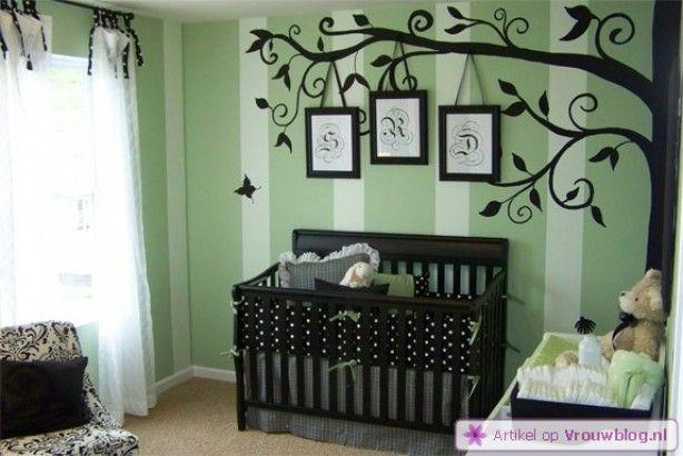 Toekomstige baby kamer? Boom idee is leuk met de lijstjes. Nursery Tree