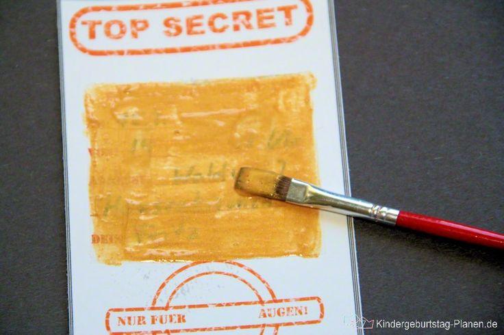 Geheime Einladung zum Rubbeln: Was steht wohl unter dem Rubbelfeld? Die kleinen Detektive finden es schnell heraus ...
