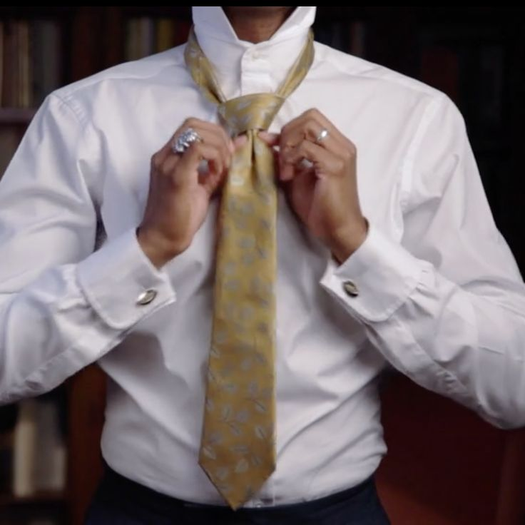 How To Do The Full Windsor Knot Impeccably.  http://www.shaungordon.co.uk/blog/2016/2/13/how-to-do-the-full-windsor-knot-impeccably