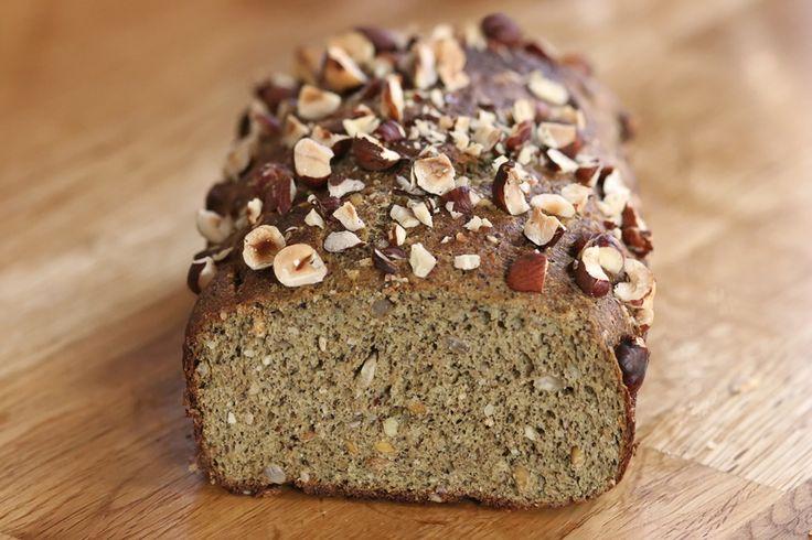 Paleo Leinsamenbrot mit Hanfmehl und Nüssen | Zeitlos-Brot