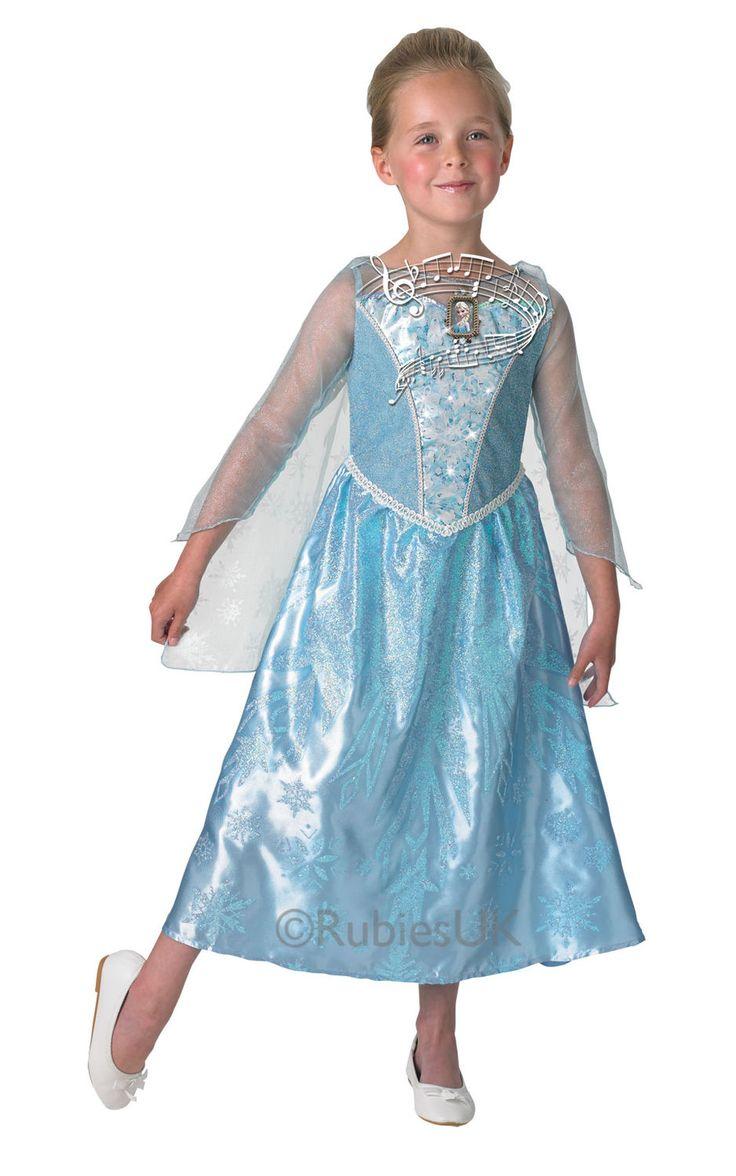 Frozen Elsa, valolla ja äänellä. Kiiltäväpintainen, vaaleansininen naamiaisasu ja valkoinen viitta on koristeltu lumisin kuvioin, aivan kuten Frozen-prinsessan arvolle sopii. Älä unohda peruukkia ja kenkiä, joilla kruunaat tämän naamiaisasun.