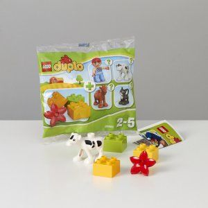 Lego - Duplo LEGO® DUPLO® se llaman así porque son el doble de grandes que los bricks LEGO convencionales y 100 % compatibles con ellos. Son una fuente inagotable de juego creativo para niños en edad preescolar. Mira cómo tu hijo imagina, crea y explora mundos completamente nuevos con los grandes bricks LEGO, diseñados a la medida exacta de sus pequeñas manos.