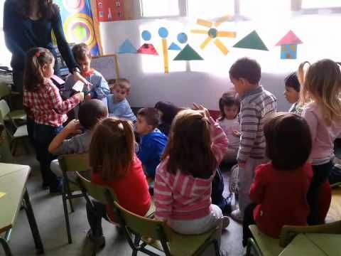 ▶ Actividades de aprendizaje cooperativo con niñas y niños de tres años - YouTube
