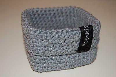 Small square crochet basket. (Norwegian pattern) BekkiBjarnoll: SMÅ firkant-korger med oppskrift... :D
