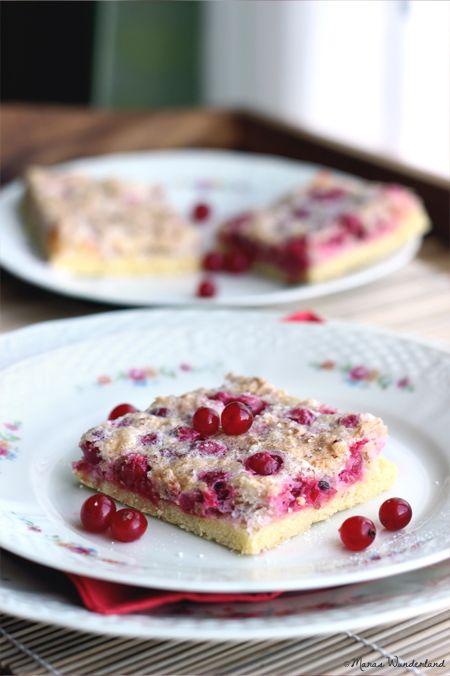 Johannisbeer-Baiser-Kuchen. Wahnsinnig guter Kuchen. Perfekte Kombination zwischen süß und sauer, dabei sowohl knusprig als auch crèmig. Einfach Wahnsinn!