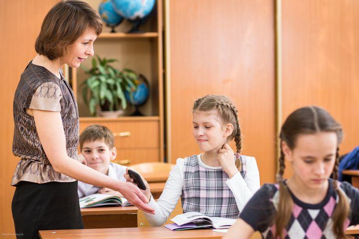 Buta rendszerben buta emberek buta parancsainak kell megfelelni. A gyerek meg le van tojva. A tanár is, amúgy.