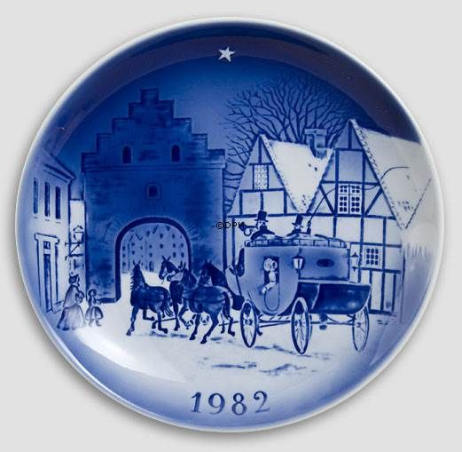 Twelve by the Mail-Coach 1982 Desiree Hans Christian Andersen Christmas plate   Year 1982   No. dx1982   Alt. D820   DPH Trading