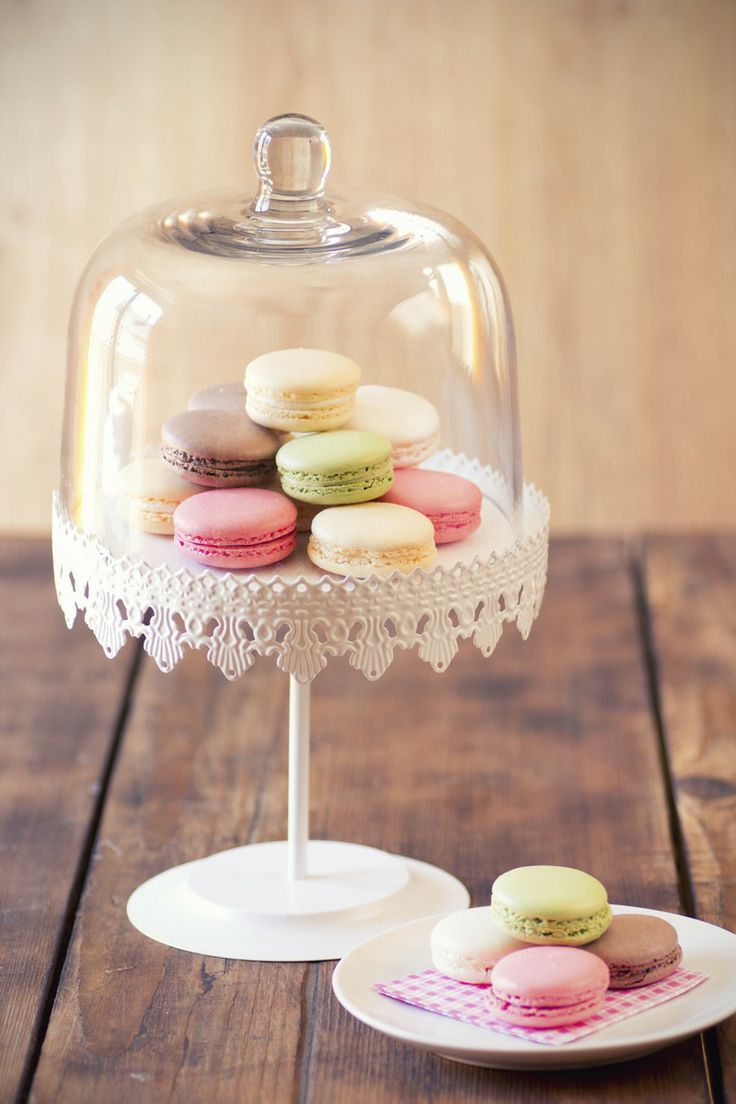 Macaroons - baby shower dessert ideas//