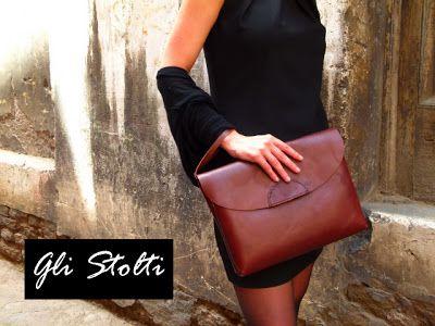 Maxi pochette in cuoio lavorata e cucita a mano. Gli Stolti Original Design. Handmade in Italy.  http://gli-stolti.blogspot.it/2013/05/maxi-pochette-effetto-vintage.html  #moda #artigianato #design #madeintaly #shopping #roma #borse