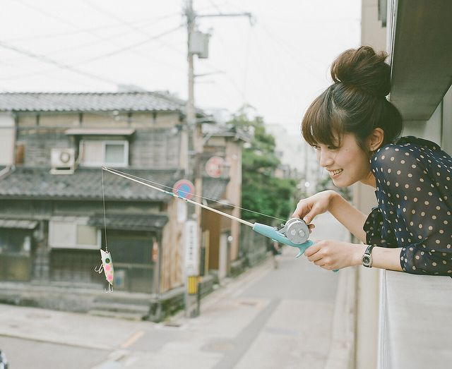 Photogenic fishing girl by Toyokazu, via Flickr