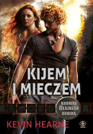 Piąta księga cyklu KRONIKI ŻELAZNEGO DRUIDA serii o Atticusie OSullivanie, ostatnim driudzie i najśmieszniejszym, najbardziej zwariowanym i najbardziej zapadającym w pamięć bohaterze urban fantasy od czasów Harryego Dresdena!
