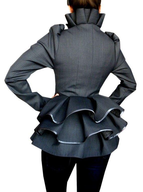 Laura Galic es una diseñadora de modas Rumana que dentro de sus especialidades está la confe...