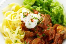 Beef goulash with tagliatelle – Recipes – Slimming World