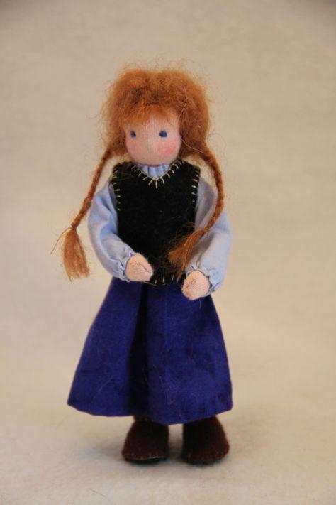 Frozen: Anna and Elsa waldorf style dollhouse dolls door ElineDolls