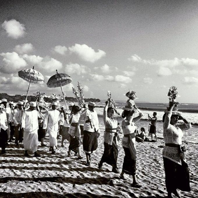 """Photo """"#photoholic#bali#culture#iphonesia#instanusantara#indonesia#bw"""" by aditphotoholic_2580"""