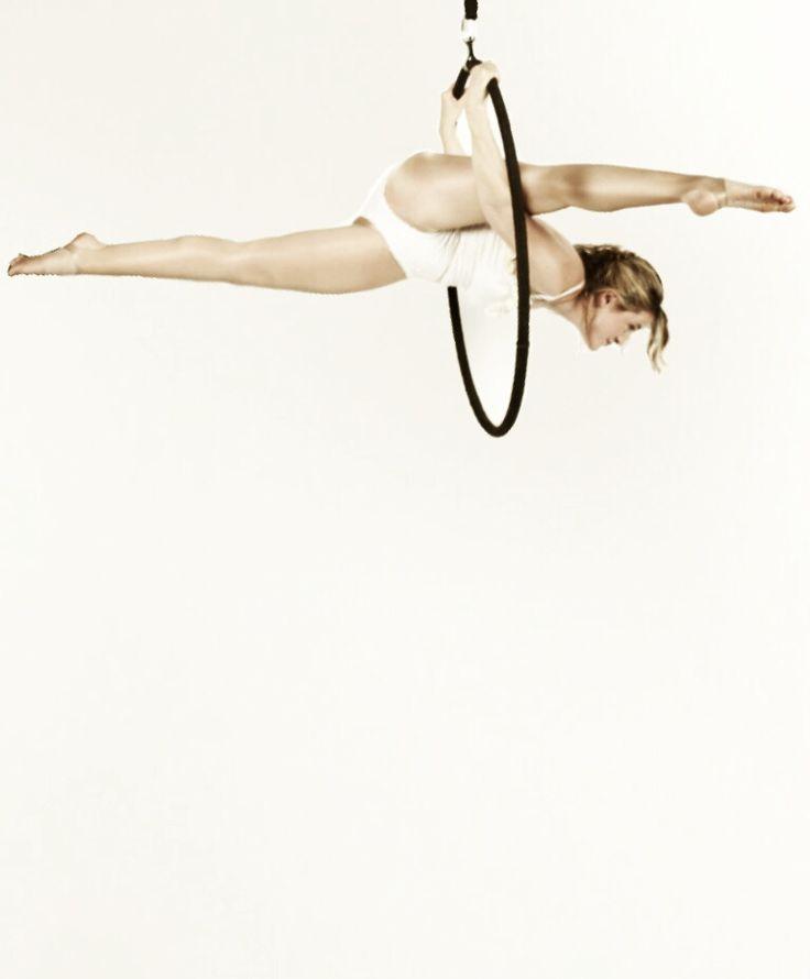 'Jigsaw split' on aerial hoop