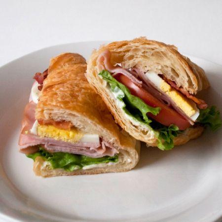 Cobb Salad Sandwich: Fun Recipes, I M, Cobb Sandwich, Food Sandwiches, Salad Sandwiches, Sandwich Recipes, Favorite Recipes, Cobb Salad Sandwich, Salad Croissandwich