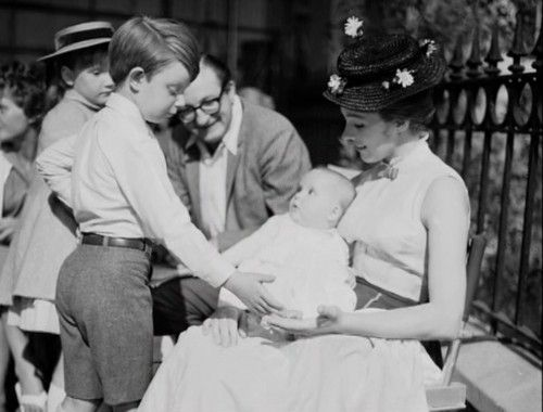 Matthew Garber plays with Julie Andrew's baby, Emma. - Behind the scenes of Mary Poppins