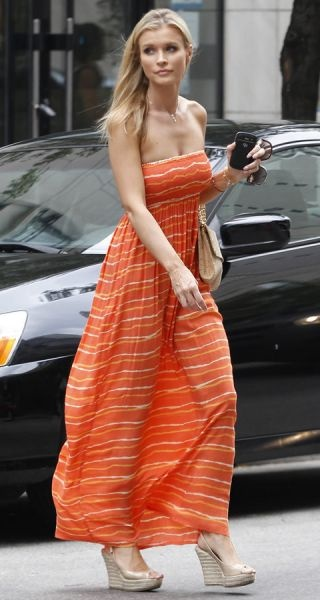 Love Joanna Krupa's Long Dress and wedge heels..