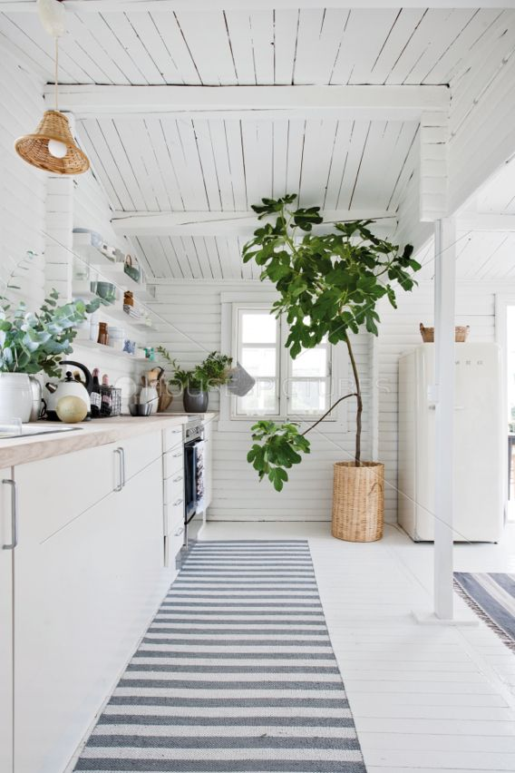House of pictures | White kitchen.