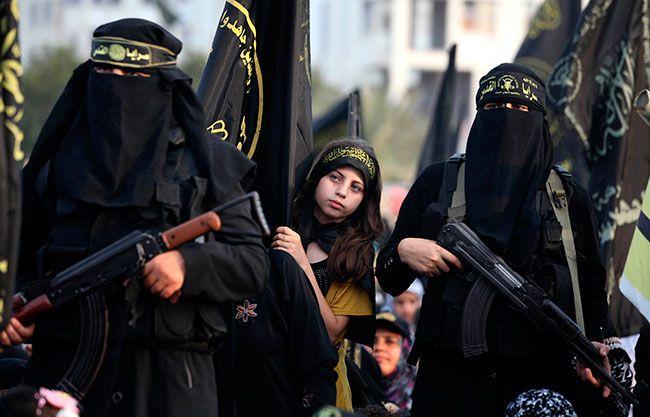 LOCAS POR LA YIHAD Jóvenes occidentales locas por yihadistas. Huir a Siria para casarse y acabar de concubina... http://www.malditoinsolente.com/hablemos/brain-damage/el-mundo-esta-loco/3795-locas-por-la-yihad