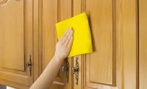 La superficie de una puerta es una derivación del tipo de textura artificial ya que esta alterada por la mano del hombre.