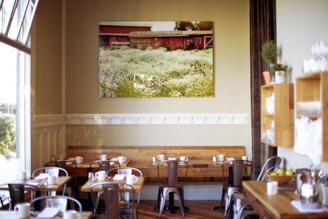 Joli resto: Wall Colors, Plowing, Decor Ideas, Wall Deco, California Home, Cafe K-Cup, Restaurant, Design, Rustic Modernist