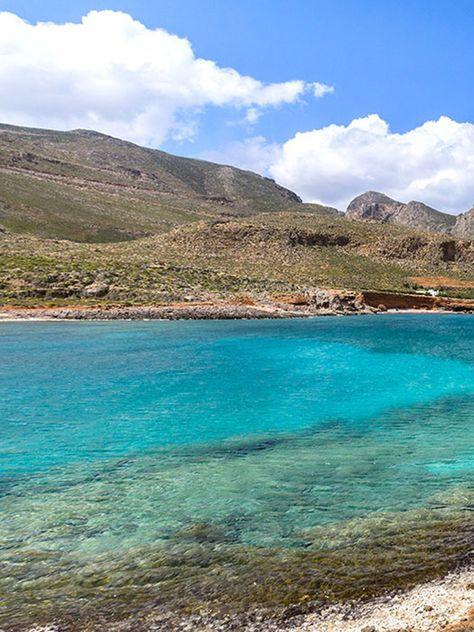 Tipp 2: Kreta – Der Osten: Wandern und Baden in Kretas ursprünglichster Region: Traumstrand in der Südsee? Viel zu weit! Wir sind im Osten der griechischen Insel Kreta, am Amatos-Strand von Xerokampos. Mit seinem kristallklaren und türkisfarbenen Wasser erfüllt er alle Reiseträume. #crete #kreta #greece #griechenland #lasithi #sitia #xerokampos #beach #strände