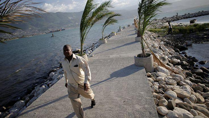 Власти Гаити эвакуируют жителей в связи с приближением урагана Мэтью - РИА Новости
