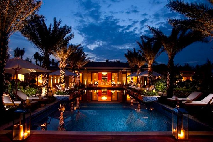 Follow Us Around the Hotels in Sanya! (8)  What would you do if you had 1, 3 or 5 hours to explore Sanya? Here you can see advice: http://sanya.stayinspired.com/collections/home. The hotel is rated for the best value in #Sanya, where spacious rooms and villas feature a private balcony or terrace; some come with private pools, and guests could enjoy a relaxing outdoor spa treatment. #SanyaRepin #SanyaHeartstoHearts