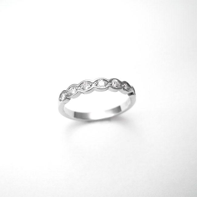 Zaročni prstan. Engagement ring.   #wedding #engagement #ring #proposal #isaidyes #handmade #gold #diamonds #jewelrydesign #jewelry #fashion #alternativebridal #zarocni #porocni #prstan #zlato #diamanti #nakit #moda #izdelanorocno #IGfashion #IGjewelry #metalsmith