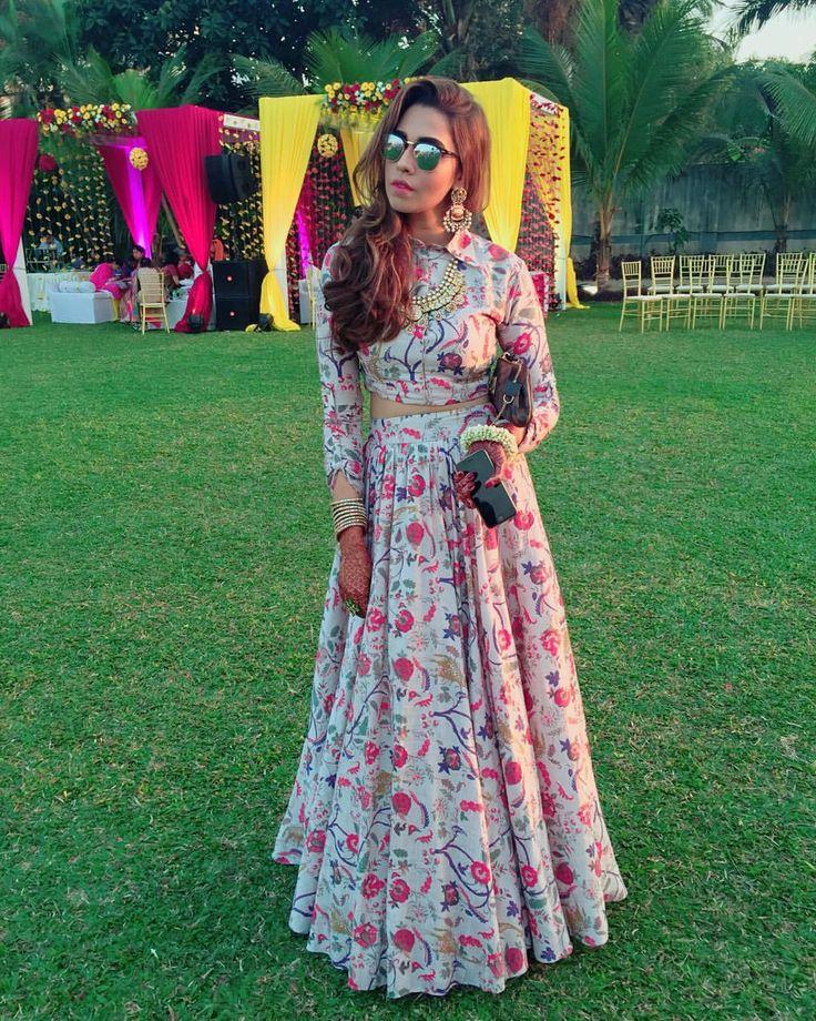 "Mitali Sagar & Summiyya Patni on Instagram: ""Decoding my look from day 1 of #TheBigMisuWedding ! In a gorgeous @payalsinghal #Girrafeprint #Baharalehenga ! ✨ #Su #TheBigMisuWedding #YouHadMiAtSid #MisuTakeOver #wedding #staytuned #MisuVirtualWedding #payalsinghal ✨"""