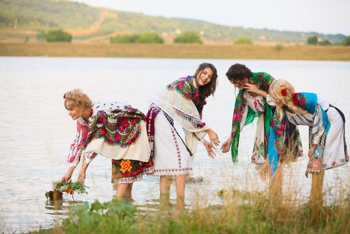 Pretty Moldovan women. (Republic of Moldova, Eastern Europe)