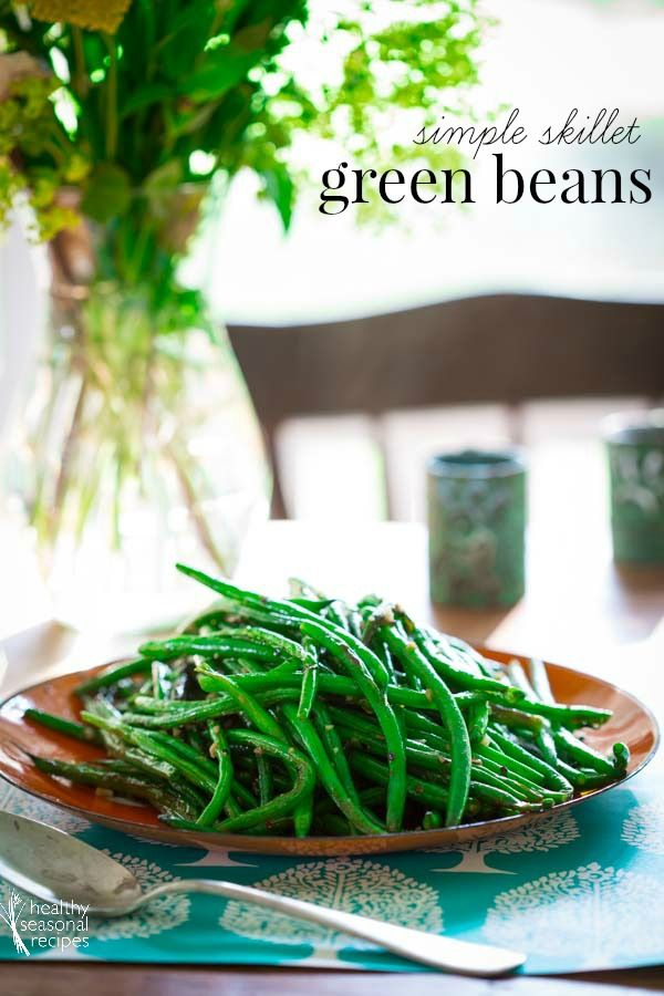 Simple Skillet Green Beans- These simple skillet green beans are a perfect healthy side dish for lazy days of summer. Simple one-pot green bean recipe with garlic, olive oil and a little spice. Vegan, paleo and naturally gluten-free.
