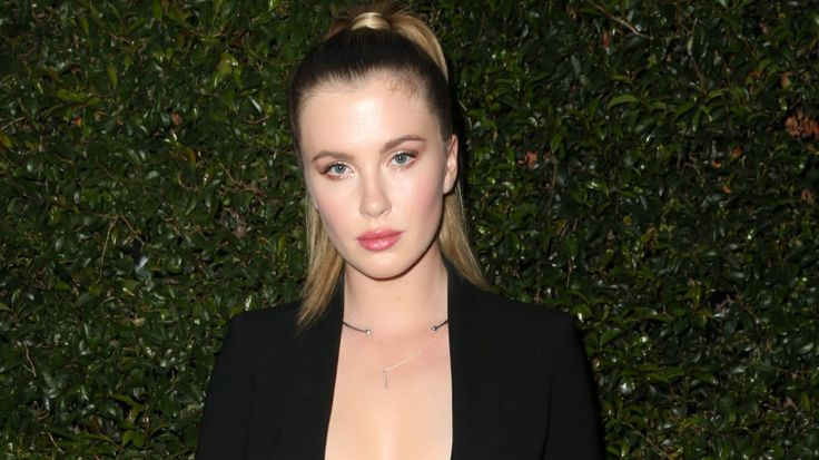 We'd really like to be a fly on a wall when Alec Baldwin sees his daughter's naked photo spread