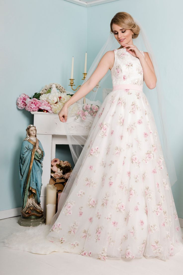 20 best couture brautkleider images on pinterest couture wedding dresses vintage wedding. Black Bedroom Furniture Sets. Home Design Ideas