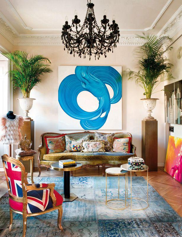 La casa de Bea Deza, creadora de Sister Jane, un piso antiguo en uno de los barrios más cool de Madrid, es bohemia, ecléctica y está iluminada por una extravagancia chic. Un laboratorio creativo y epicentro de todas sus pasiones.