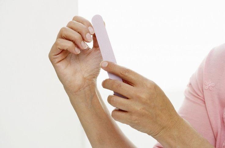 Сухие, тонкие, ломкие ногти на руках: причины и лечение, что делать
