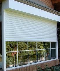 Persianas de PVC y ventana de Palillería PVC Fachada Casa
