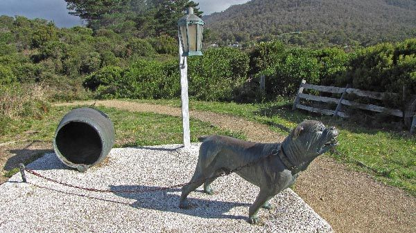Statue: dog line at Eaglehawk Neck, which was used to prevent convicts escaping from Port Arthur settlement.