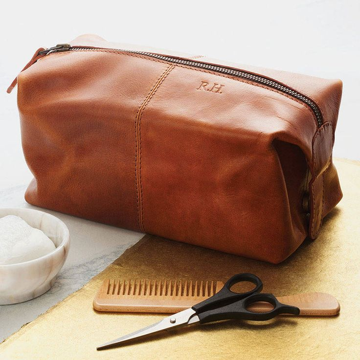 Wash bag - leather gift ideas for your third wedding anniversary