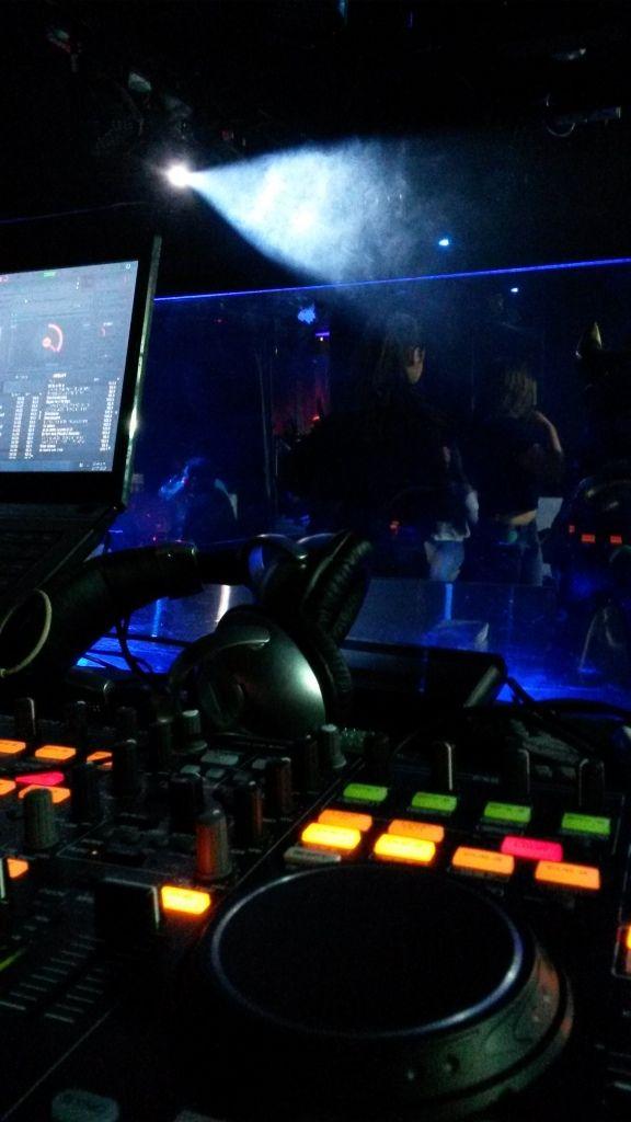 Alquiler de Sonido profesional en Lima, negocio de servicios de alquiler y contratación de equipos de sonido profesional para eventos sociales en Lima, Alquiler y contratación de Karaoke a Domicilio o Delivery, Servicio y contratación de Dj, Luces y Efectos, Musicalización y Animación de Eventos, para contrataciones 979388191
