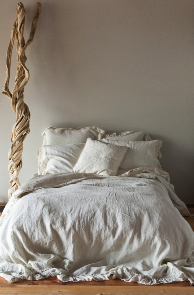 Bella Notte Linen..This is my dream bed..even though i spilled red wine on my 100 yr old linen..it came right out...: Decor, Beautiful Night, White Beds, Duvet Covers, Whisperer Linens, Sweets Dreams, Bedrooms, Notte Duvet, Cozy Beds