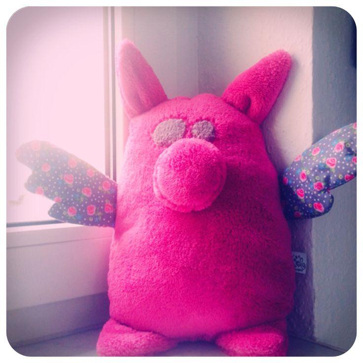 Wenn Schweine Flügel kriegen aka, wenn Engel reisen...  Nach seiner aufregenden Weltreise ist unser erster SchweinEngel sesshaft geworden und hat rosamäßig nachgelegt. Wir gratulieren zum Nachwuchs <3